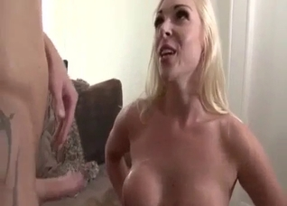 Big-boobed auntie gets a very nice cumshot