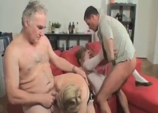 Stuning group inecest ends with a facial load