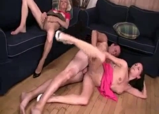 Mom and daughter gets banged by daddy